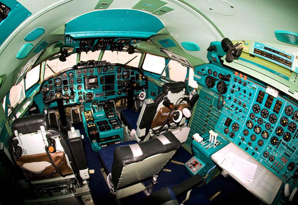 Cockpit Tupolev 154M