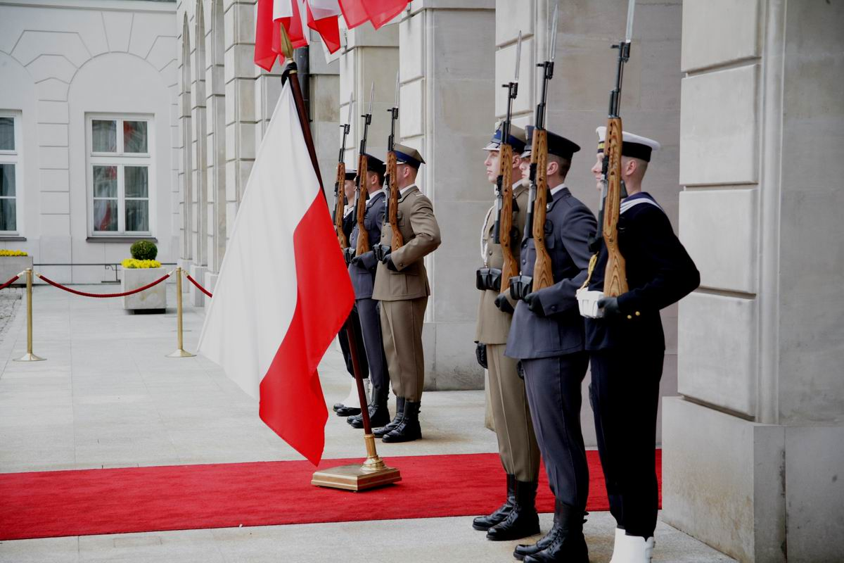 Ehrenwache vor Präsidentenpalast