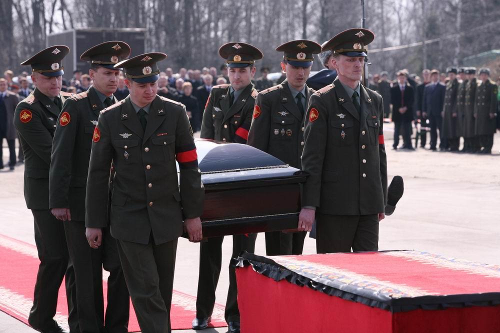 Russische Soldaten marschieren