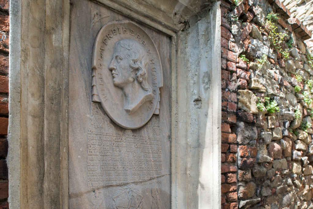 Gedenktafel für Wilhelm Freiherr von Humboldt in Ottmachau