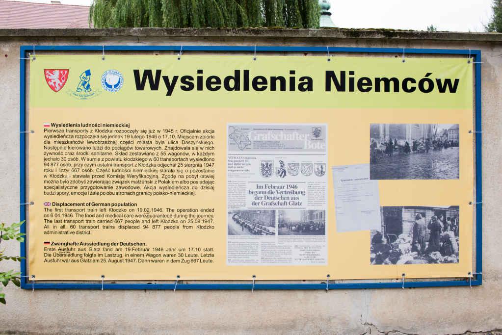 Plakat mit Infos über Vertreibung von Deutschen