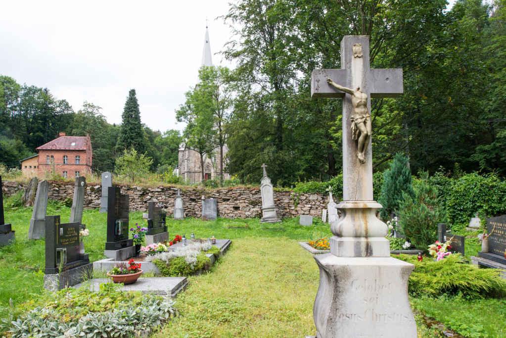Friedhof in Krautenwalde (Travná)