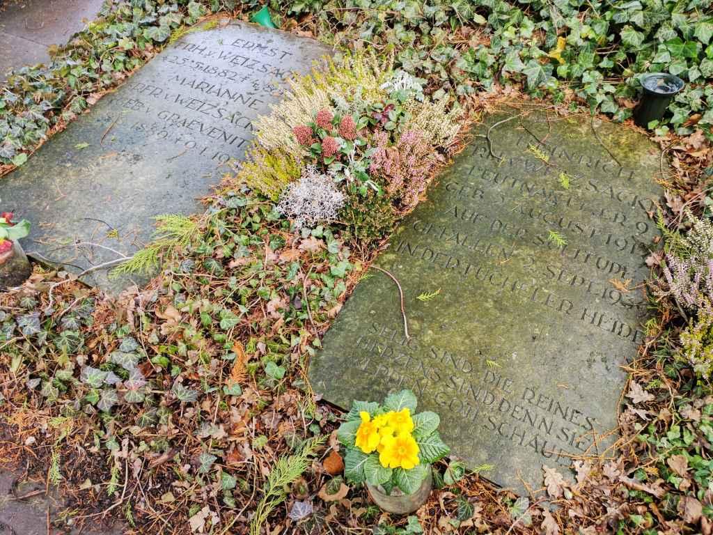 Gräber von Ernst und Heinrich von Weizsäcker auf dem Solitude-Friedhof