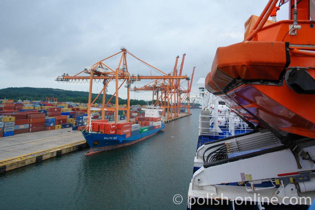 Containerhafen in Gdingen-Oxhöft fotografiert von Deck einer Fähre