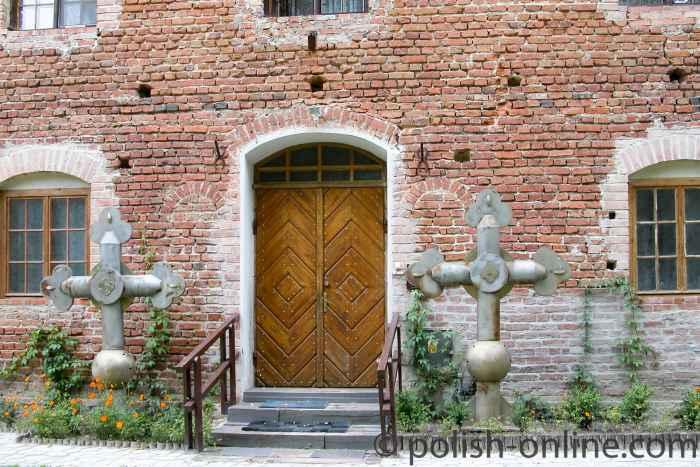 Eingang zum Kloster in Cadinen