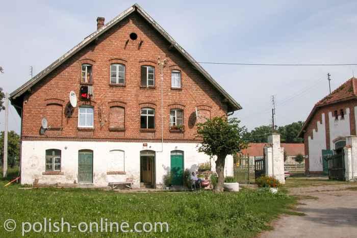 Wohnhaus aus Backstein in Kadyny (Cadinen)