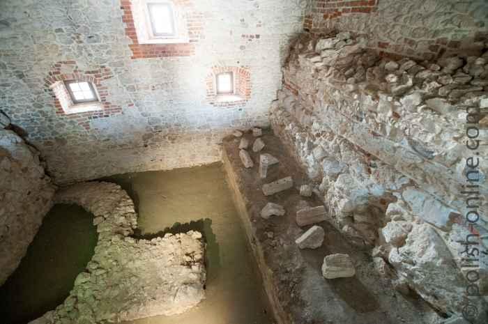 Fundamente aus der romanischen Zeit Tyniec