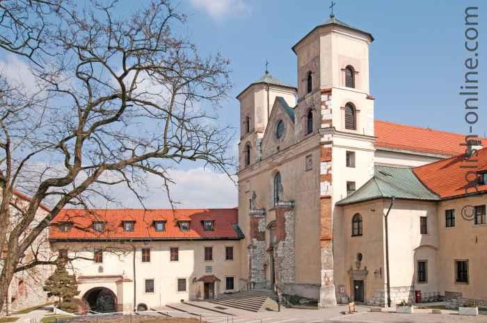 Hauptfassade der Klosterkirche