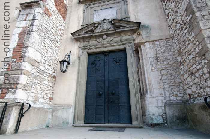 Eingangsportal der Peter- und Paulskirche in Tyniec