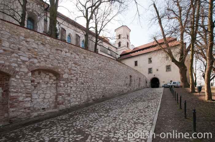 Tor zum Kloster