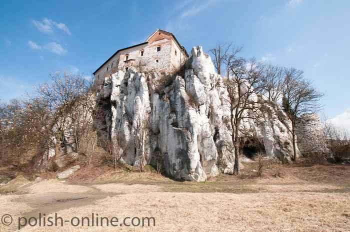 Das auf einem Felsen errichtete Benediktinerkloster Tyniec bei Krakau in Polen