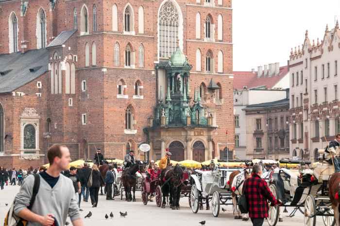 Barocke Vorhalle mit Bekrönung, Marienkirche Krakau