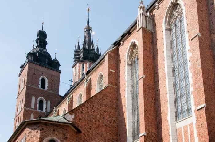 Südseite mit Langhaus der Marienkirche in Krakau (Kraków)