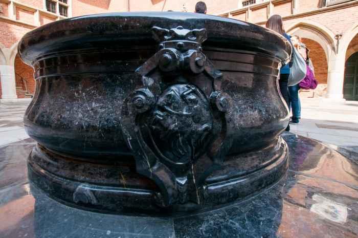 Barocker Brunnen im Collegium Maius in Krakau (Kraków)