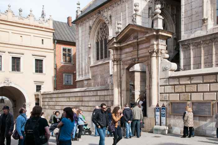 Eingang zur Wawel-Kathedrale in Krakau