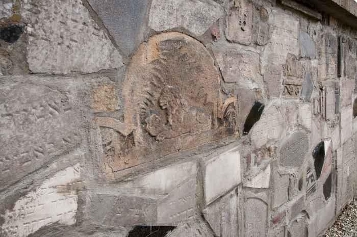 Zerstörte Grabsteine, Neuer jüdischer Friedhof in Krakau