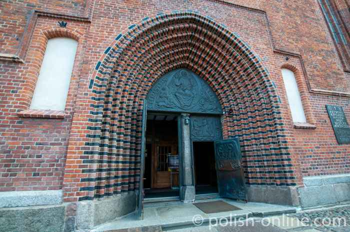 Eingangsportal Dom Kolberg (Kołobrzeg)