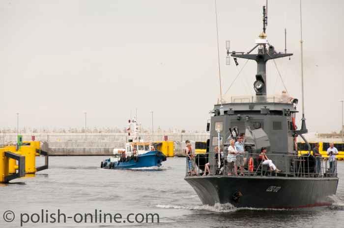 Kriegsschiff als Ausflugsdampfer