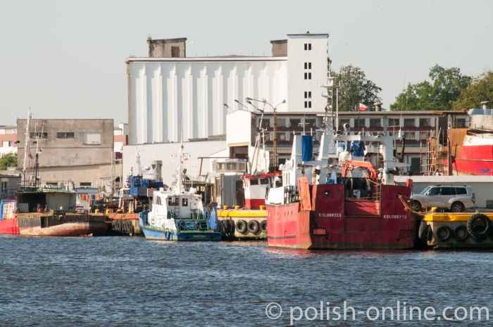 Fischtrawler im Hafen von Kolberg (Kołobrzeg)