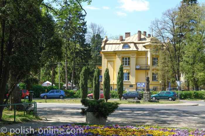 Foto von einer Villa am Rand des Kurparks von Bad Warmbrunn (Cieplice).