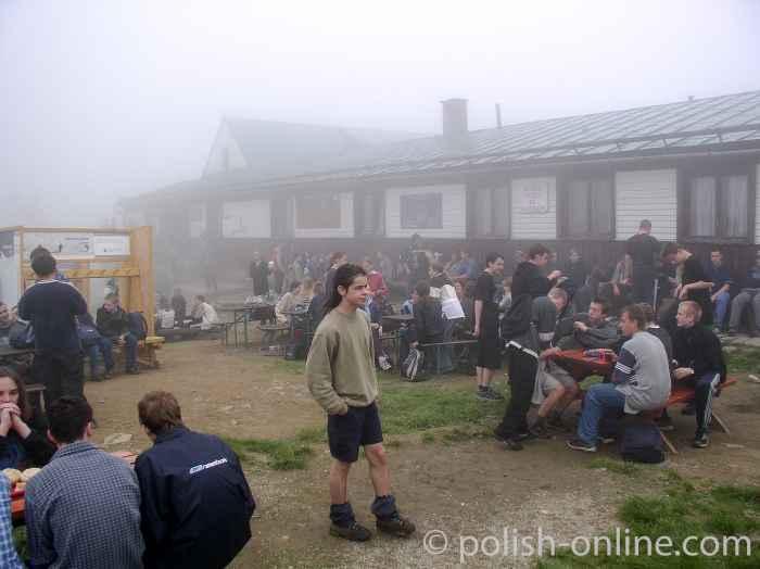 Foto von der Baude Hala Miziowa bei Nebel