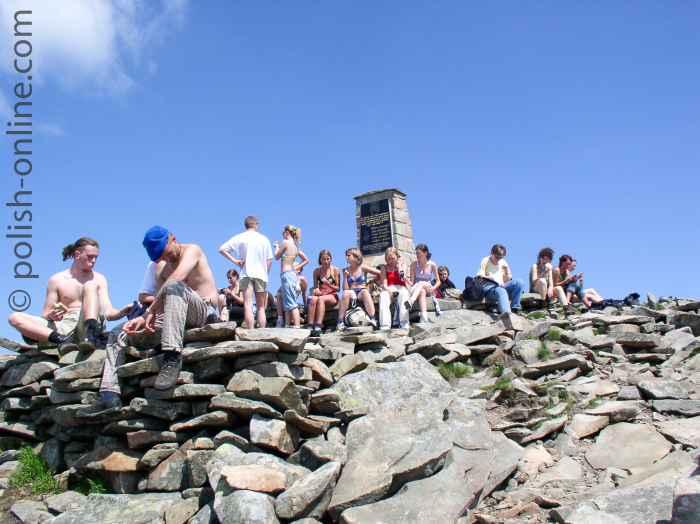 Schulklasse auf dem Gipfel Babia Góra in den Beskiden