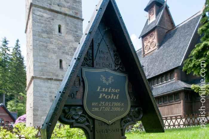 Grabkreuz neben der Kirche Wang in Krummhübel (Karpacz)