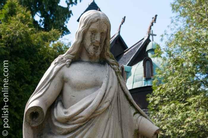 Jesusfigur auf einem evangelischen Friedhof in Krummhübel (Karpacz)
