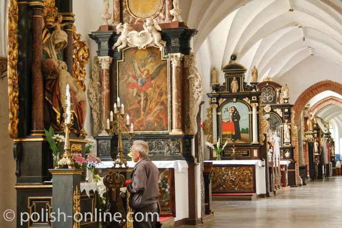Seitenaltäre in der Kathedrale Oliva