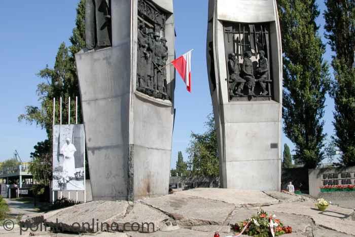 Flachskulpturen Denkmal Gefallene Werftarbeiter in Danzig