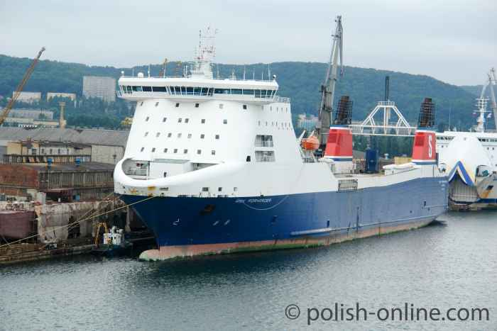 RoRo-Schiff  Ark Forwarder im Hafen von Gdingen (Gdynia)