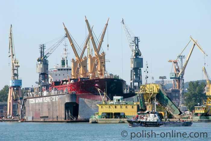 Schiff im Dock Gdingen (Gdynia)