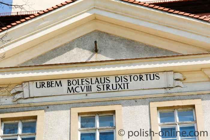 Latainische Inschrift am Rathauses von Hirschberg