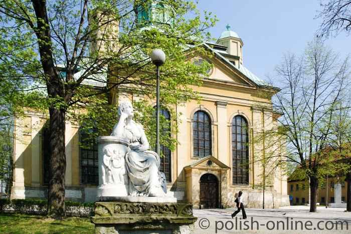 Westfassade der Heiligkreuzkirche in Hirschberg