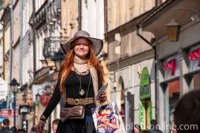 Straßenkünstlerin in Krakau (Kraków)
