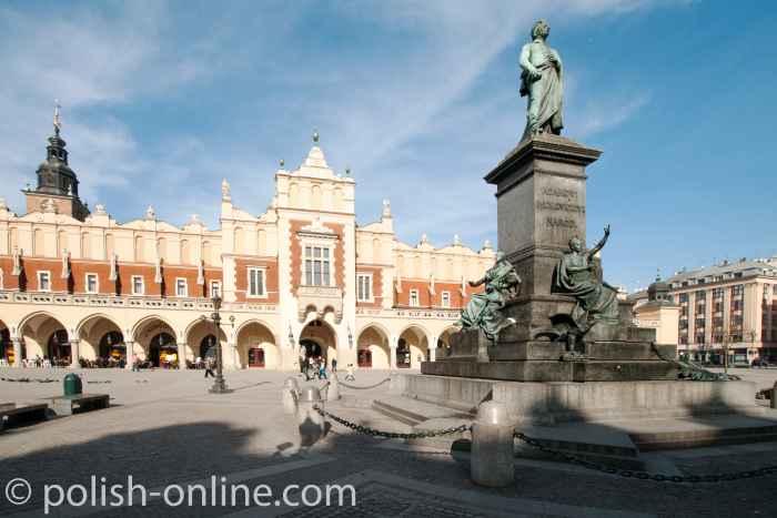 Adam-Mickiewicz-Denkmal vor den Tuchhallen in Krakau (Kraków)