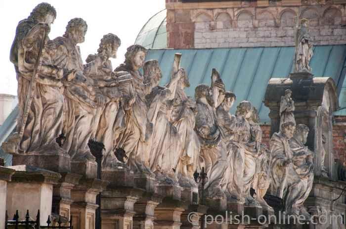 Skulpturen der zwölf Apostel in Krakau (Kraków)