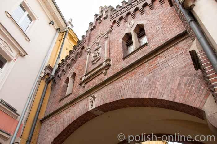 Durchfahrt nahe des Floriantors in Krakau (Kraków)