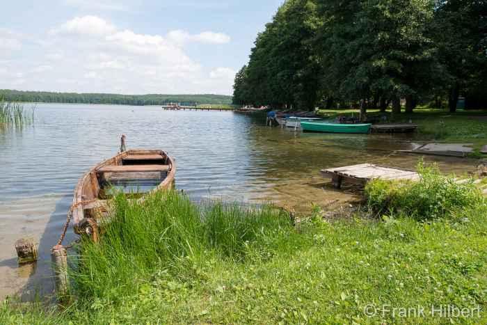 Ufer des Pilburger Sees (Jezioro Pile) in Borne Sulinowo (Groß Born)