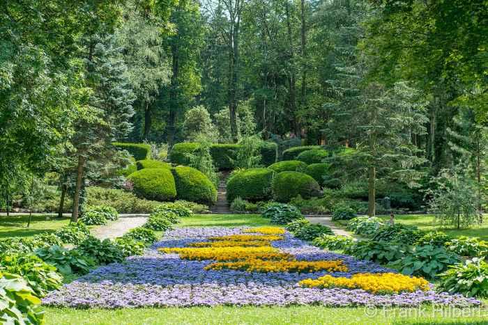 Blumenpracht im Kurpark von Bad Polzin (Połczyn Zdrój)