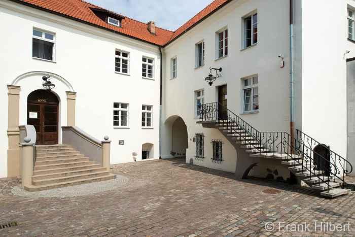Hof des Schlosses in Bad Polzin