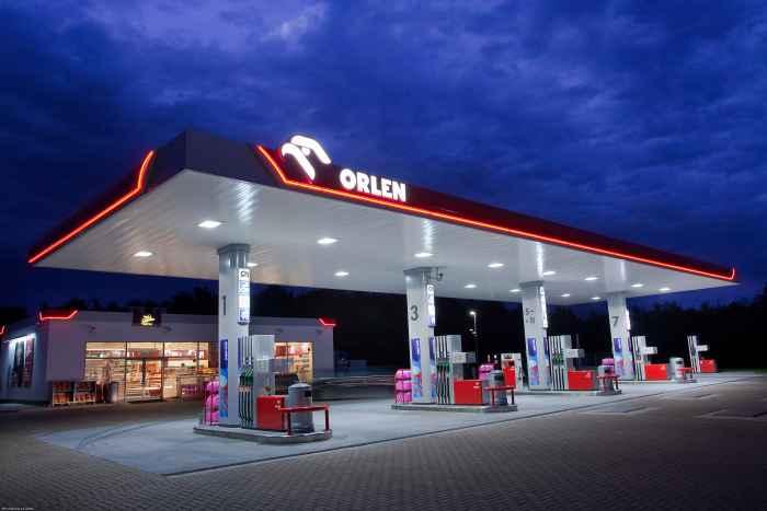 Tanken an einer Orlen-Tankstelle in Polen