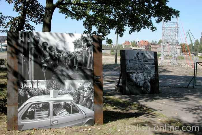 Fototafeln auf dem Ausstellungsgelände über die Gewerkschaft Solidarität in Danzig
