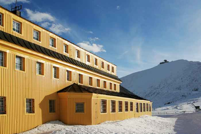 Schlesierhaus und Schneekoppe im Winter