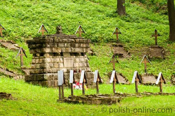 Denkmal auf dem Soldatenfriedhof Łucna