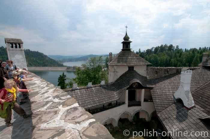 Blick von der Burg in Niedzica südlich der Tatra
