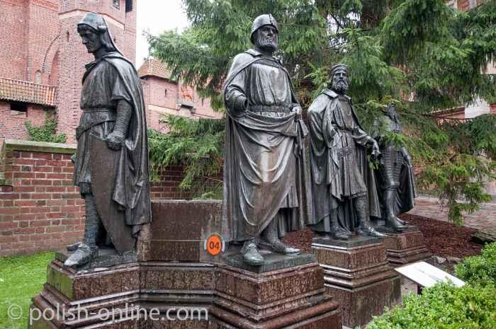 Skulpturen der Hochmeister des Deutschen Ordens in der Marienburg