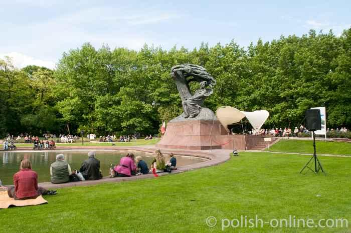 Konzert am Frederic Chopin Denkmal in Warschau