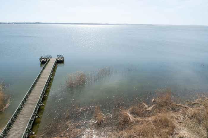 Blick auf den Leba-See (Jezioro-Łebsko) bei Leba an der polnischen Ostseeküste