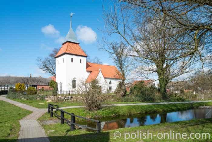 Gotische Filialkirche in Swołowo
